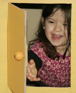 Incluso Vane podia esconderse en la cocinita!
